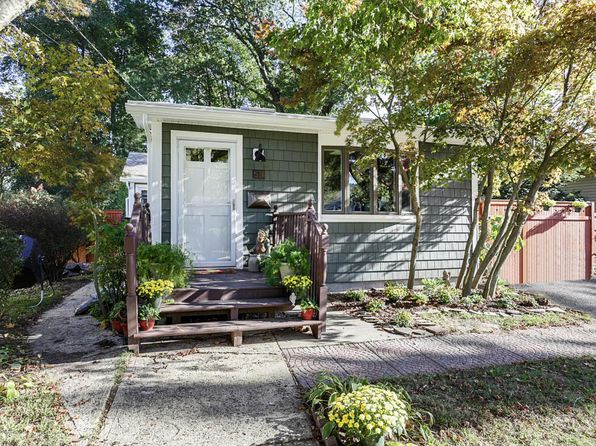 2 bed 1 bath Single Family at 51 7th St Belford, NJ, 07718 is for sale at 270k - 1 of 27