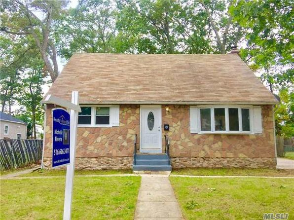 5 bed 3 bath Single Family at 5 McClellan Pl Roosevelt, NY, 11575 is for sale at 409k - 1 of 11