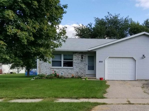4 bed 2 bath Multi Family at 1020 Smedal Dr Stoughton, WI, 53589 is for sale at 230k - 1 of 2