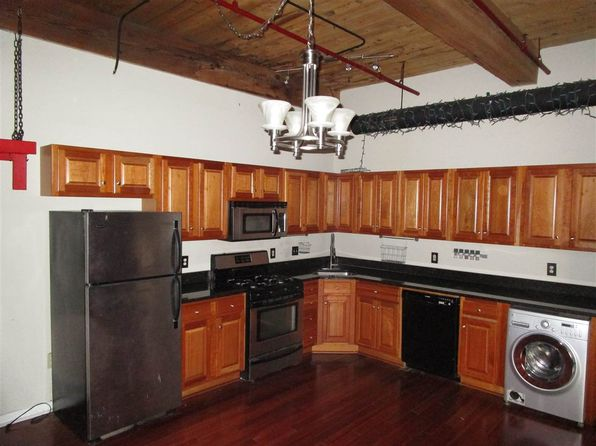 2 bed 1 bath Condo at 471 Silver St Manchester, NH, 03103 is for sale at 130k - 1 of 24