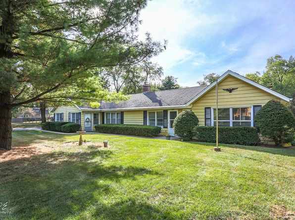 2 bed 2 bath Single Family at 3S670 Warren Ave Warrenville, IL, 60555 is for sale at 325k - 1 of 34