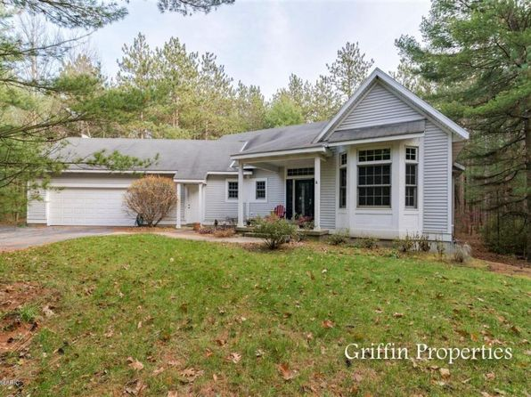 3 bed 3 bath Single Family at 3808 Tall Grass Ct Holland, MI, 49424 is for sale at 285k - 1 of 35