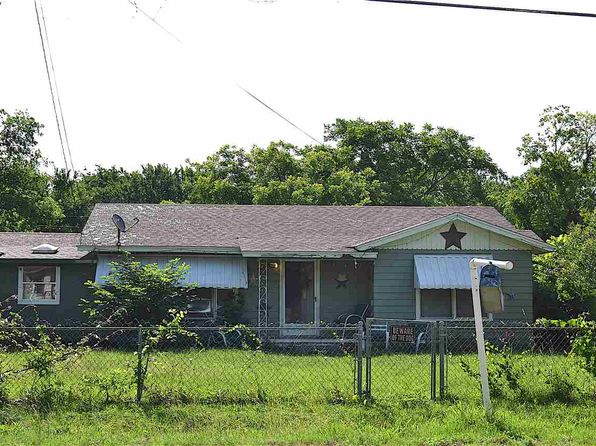 2 bed 1 bath Single Family at 1701 Old Dallas Rd Waco, TX, 76705 is for sale at 80k - 1 of 4