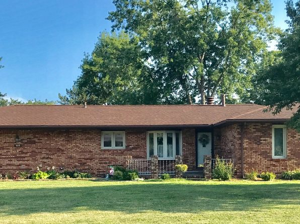 3 bed 2 bath Single Family at 909 McCane Dr Olney, IL, 62450 is for sale at 163k - 1 of 14