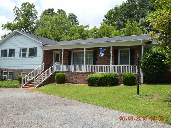 4 bed 3 bath Single Family at 472 Mockingbird Ln Spartanburg, SC, 29307 is for sale at 220k - 1 of 20