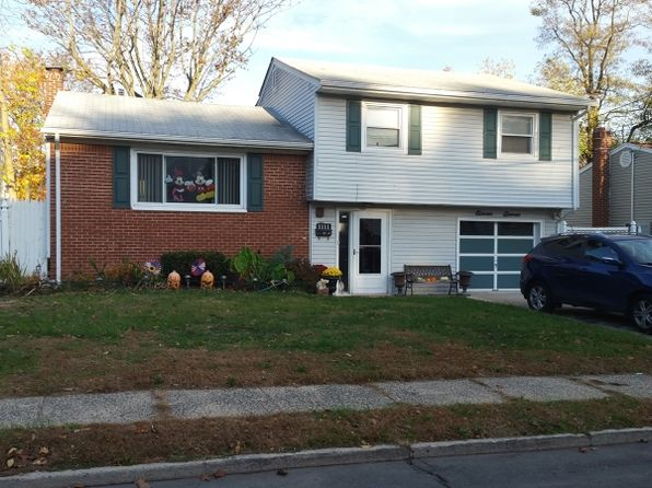 3 bed 1.5 bath Single Family at 1111 Rivington St Roselle, NJ, 07203 is for sale at 208k - 1 of 2