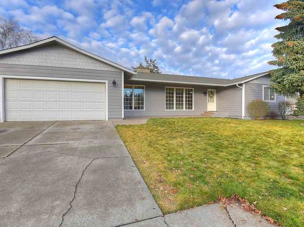 On Large Level Wa Real Estate Washington Homes For Sale Zillow