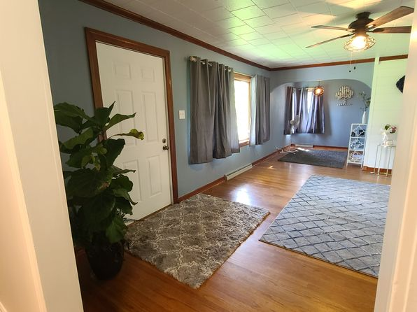 611 S Broadway St Sesser Il 62884 Zillow
