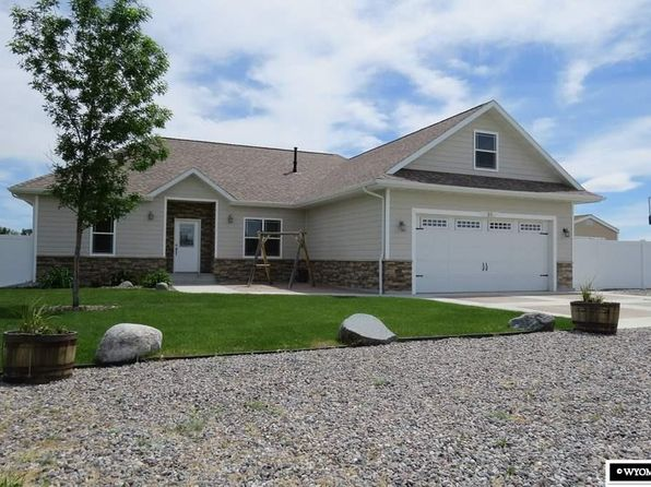 Backyard deck lander real estate lander wy homes for for Wyoming home builders