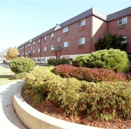 8723 w chester pike apt j10 upper darby pa 19082 zillow for 2 bedroom apartment for rent in upper darby pa