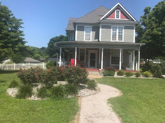 Charmant 433 N Main St, Burkesville, KY 42717 | Zillow
