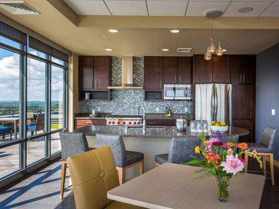 Apt 1 Bedroom Den Venture Luxury Apartments In Madison Wi Zillow