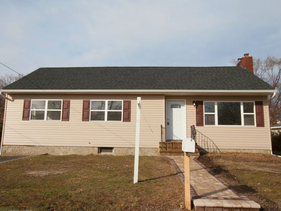 32 Washington Ave Deer Park NY 11729