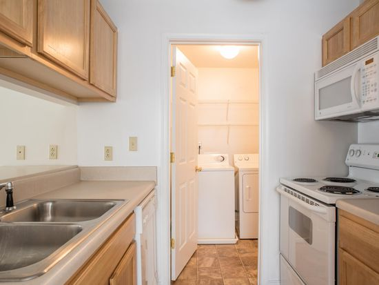 Vcu Cary Belvidere Apartments 1 Of 6 Kitchen And Laundry Room All Liances Incuded