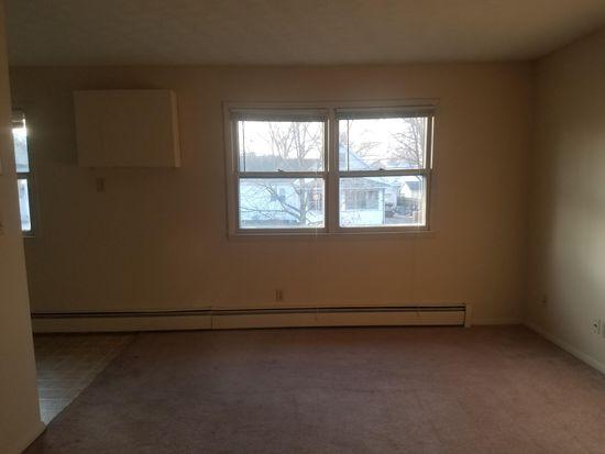915 N Madison St Bloomington Il 61701 2 Beds 1 Bath 3 200 Sqft For Rent