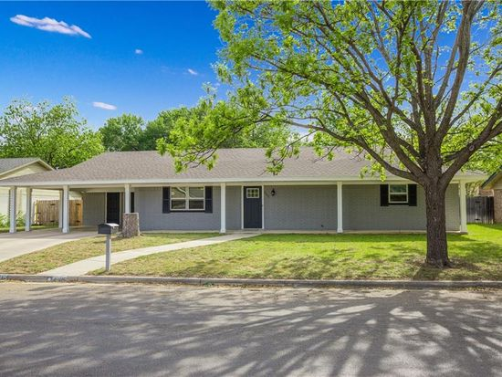 2205 9th St, Brownwood, TX 76801 | Zillow  Th Street Brownwood Tx Map on
