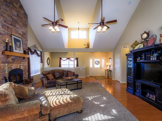 Superbe 741 Cherokee Ln, Osage Beach, MO 65065 | Zillow