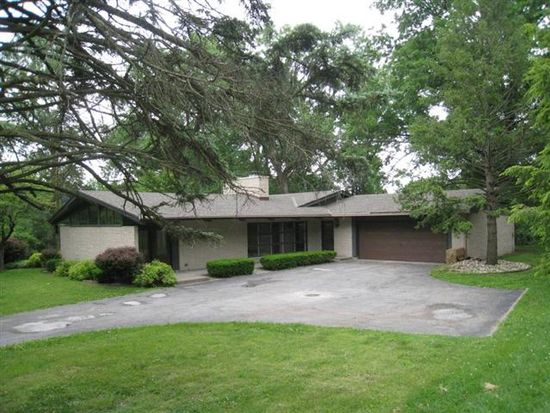 2514 Country Club Dr S, Quincy, IL 62301