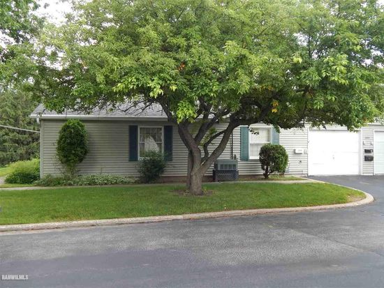 3200 W Carthage Dr Freeport Il 61032 Apartments For Rent Zillow