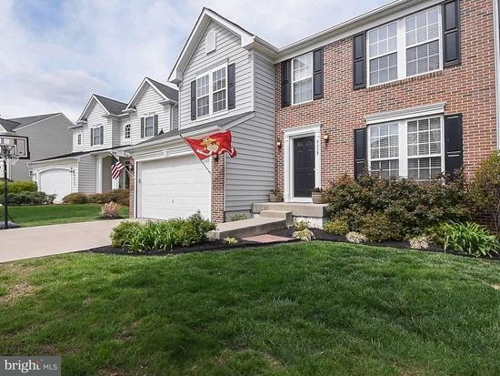 Large 2 story Family with bank of windows, Gas Fireplace (hook up.
