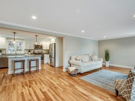 10 Arthur Woods Ave, Burlington, MA 01803 | Zillow