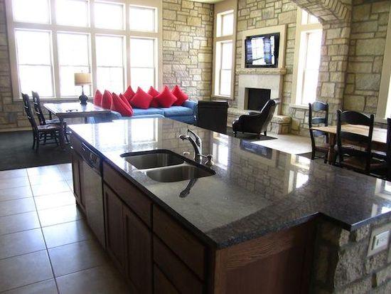 Tuckaway at frontier apartment rentals lawrence ks zillow - 4 bedroom apartments lawrence ks ...