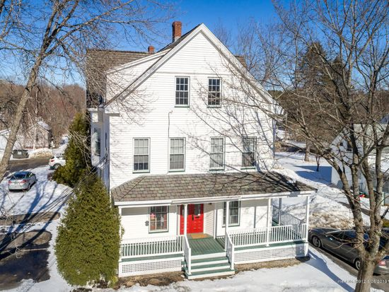 27 School St Freeport Me 04032 Apartments For Rent Zillow