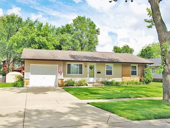 1095 Hickory Ln Elk Grove Village Il 60007 Zillow