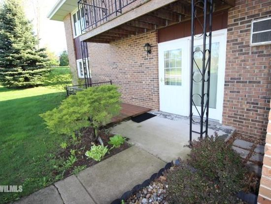 1757 S Hance Dr Freeport Il 61032 Apartments For Rent Zillow