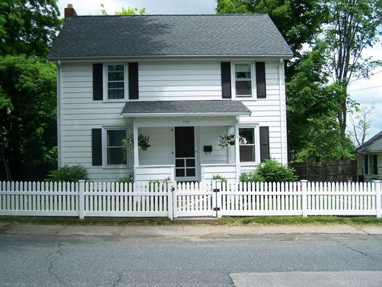 103 russell st marlborough ma 01752 zillow for Classic house of pizza marlborough ma