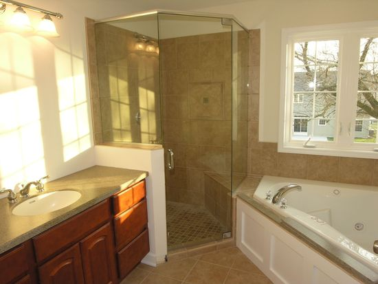 3575 keith ave gurnee il 60031 zillow for Bath remodel gurnee
