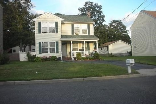 3 bed 3 bath Single Family at 143 N 28th St Wheatley Heights, NY, 11798 is for sale at 230k - google static map