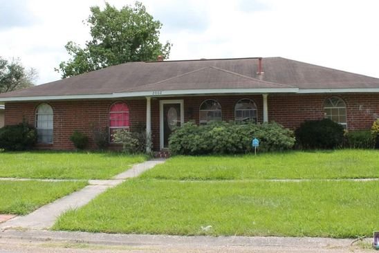 3 bed 2 bath Single Family at 2002 OAK GROVE DR BATON ROUGE, LA, 70815 is for sale at 95k - google static map