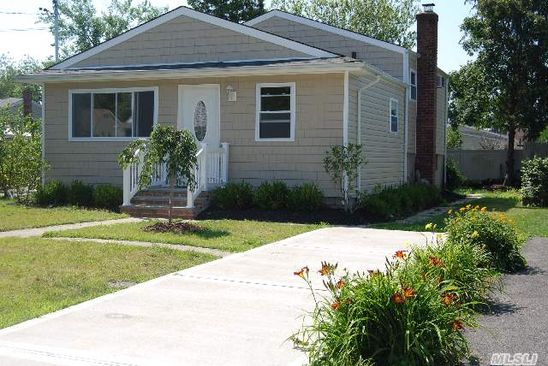 4 bed 2 bath Single Family at 16 Locust Pl Copiague, NY, 11726 is for sale at 290k - google static map