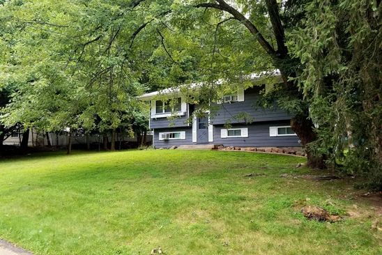 3 bed 2 bath Single Family at 5 Eleanor Pl Airmont, NY, 10952 is for sale at 525k - google static map