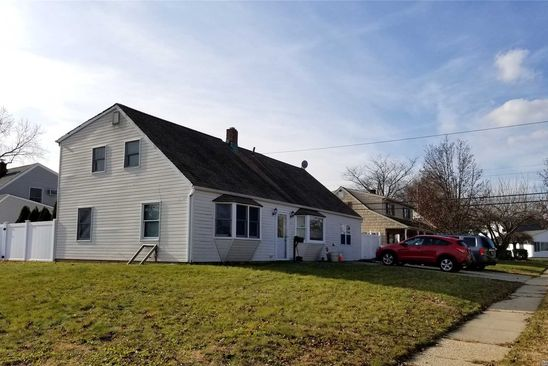 5 bed 3 bath Single Family at Undisclosed Address LEVITTOWN, NY, 11756 is for sale at 340k - google static map