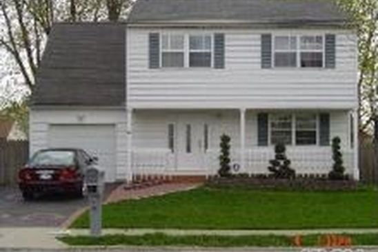 4 bed 2 bath Single Family at 19 Oak St Central Islip, NY, 11722 is for sale at 390k - google static map