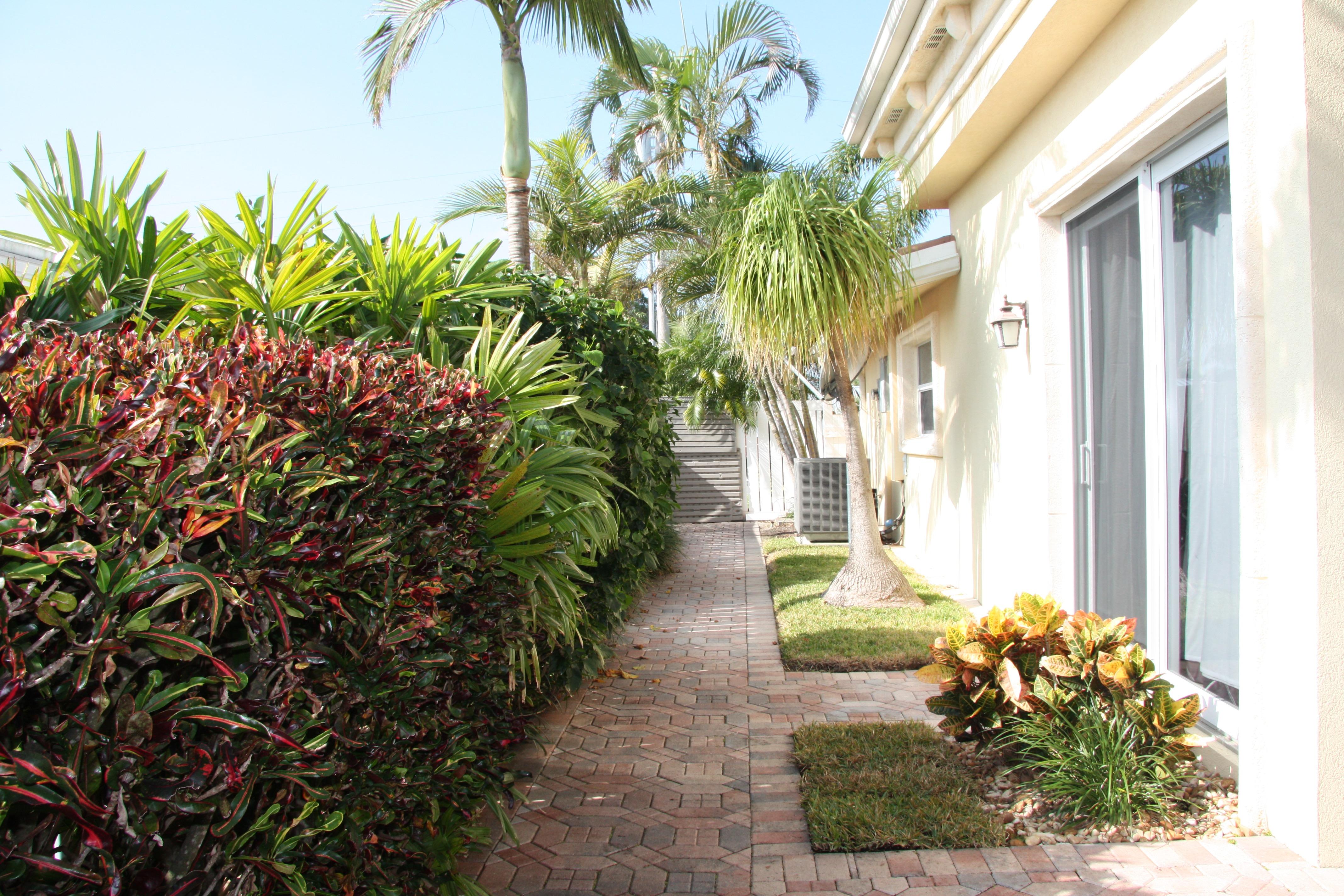 590 Se 10th Ave, Pompano Beach, FL 33060 | RealEstate.com